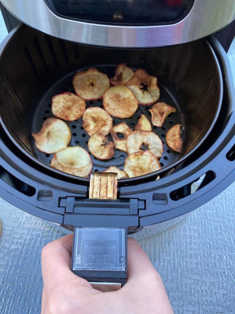 air fried cinnamon apple chips