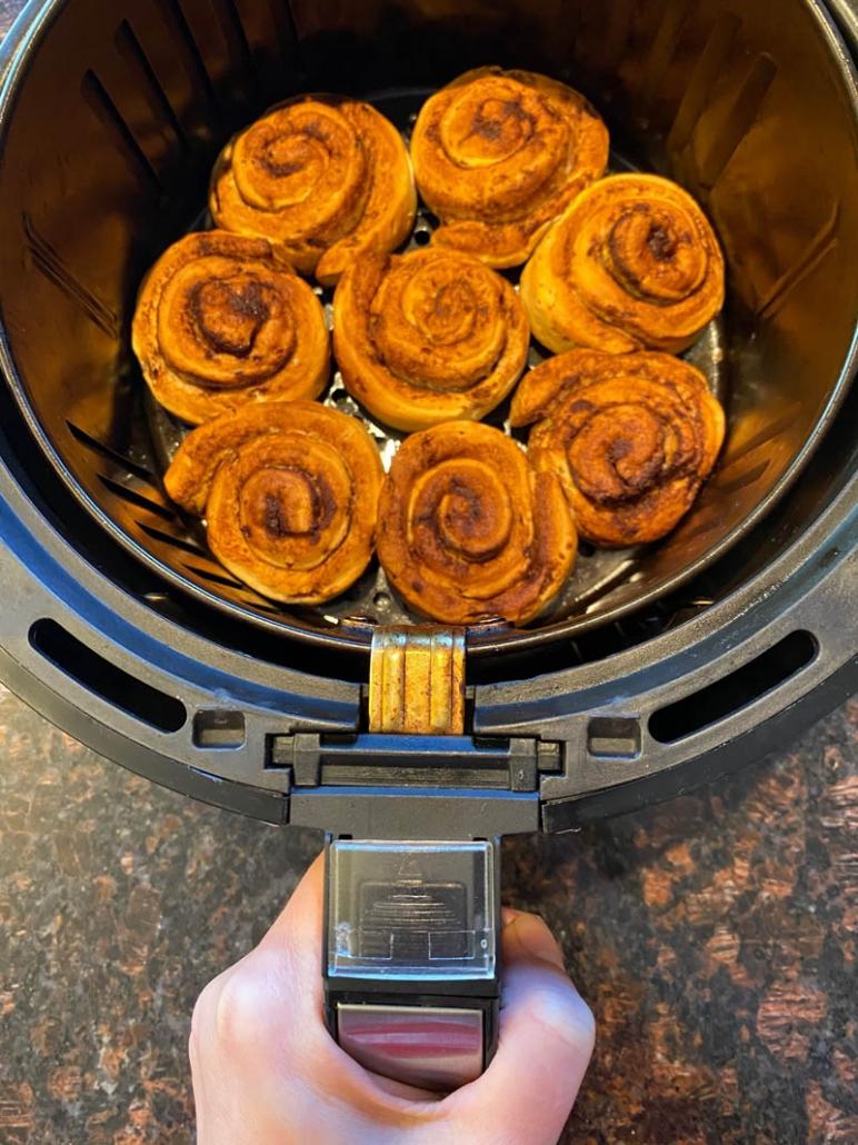 baked pillsbury cinnamon rolls