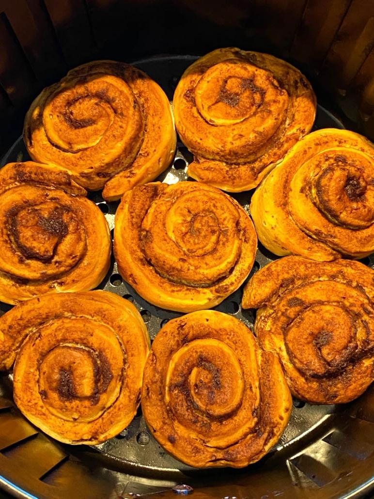 baked cinnamon rolls in the air fryer