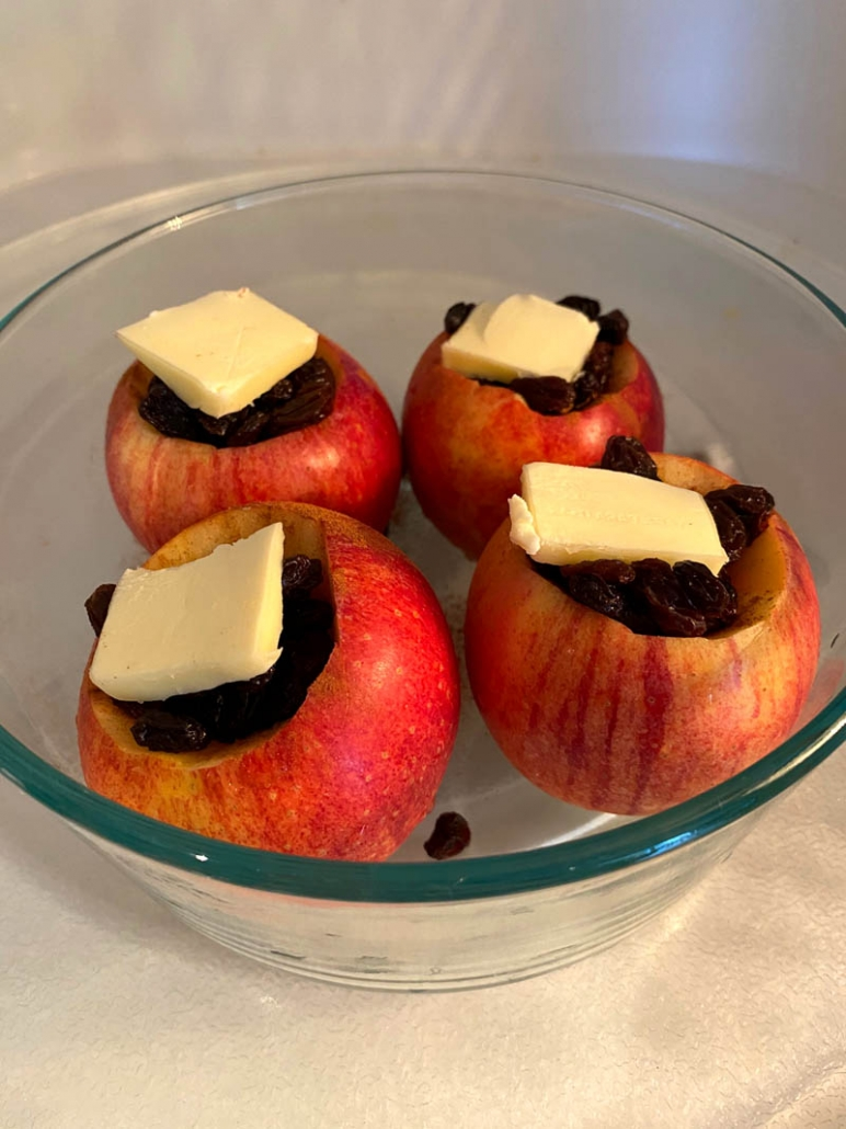 cooking stuffed baked apples in the microwave