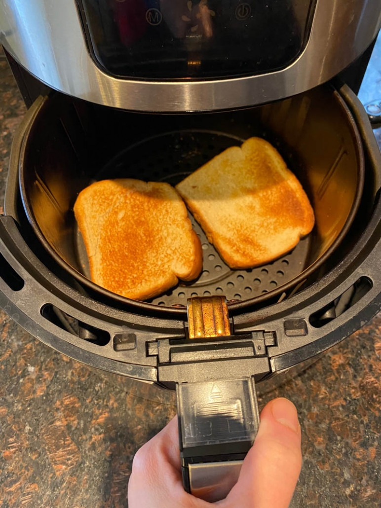 making toast in the air fryer