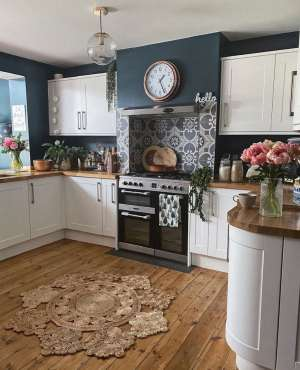 kitchen, stove, rangemaster, dark walls, tiled hearth