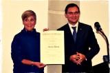 Melbourne: consegnata una prestigiosa onorificenza all'imprenditrice di origine veneta Rhonda Barro.