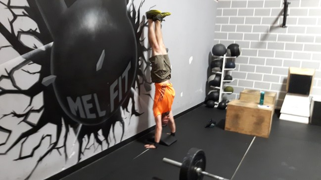 mel-fit-skills-handstand