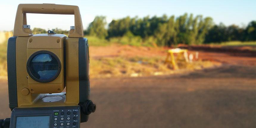Aparato de ingenieriía topográfica para el estudio del terreno
