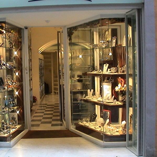Gioielleria,Oreficeria,Orologi,Argenteria,Meliani,Pisa,gioielli,collana,anello,orecchini,braciale,diamanti,smeraldi,oro,negozio,qualità,vendita