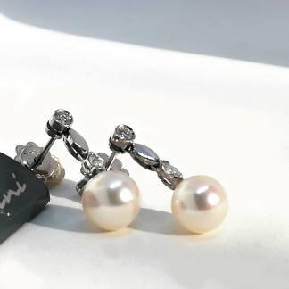 Orecchini in Oro bianco con Pendente con Perle Akoya e Diamanti Salvini