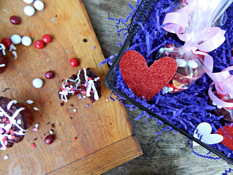 How to make red velvet brownie cupcakes for Valentine's Day! #redvelvetlove #ad