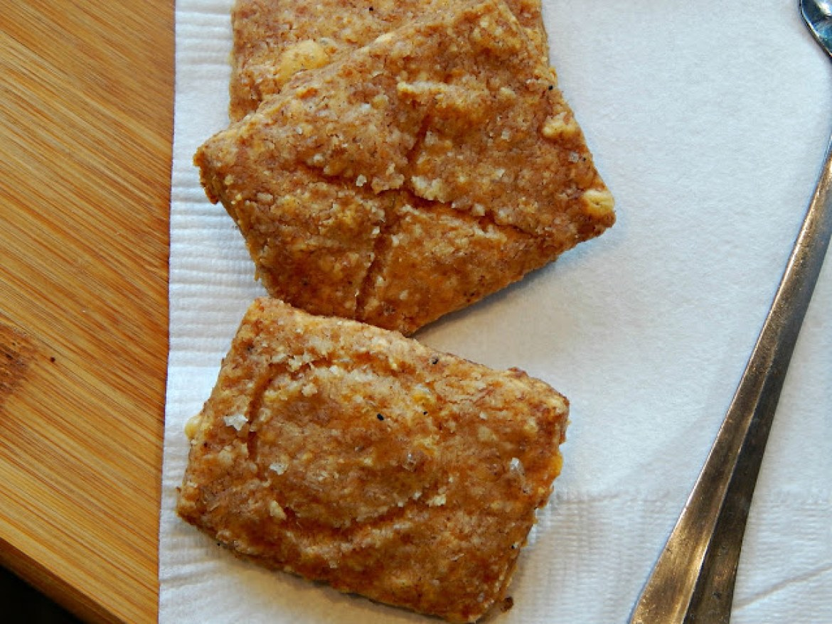 How to make homemade whole wheat cheddar cheese crackers