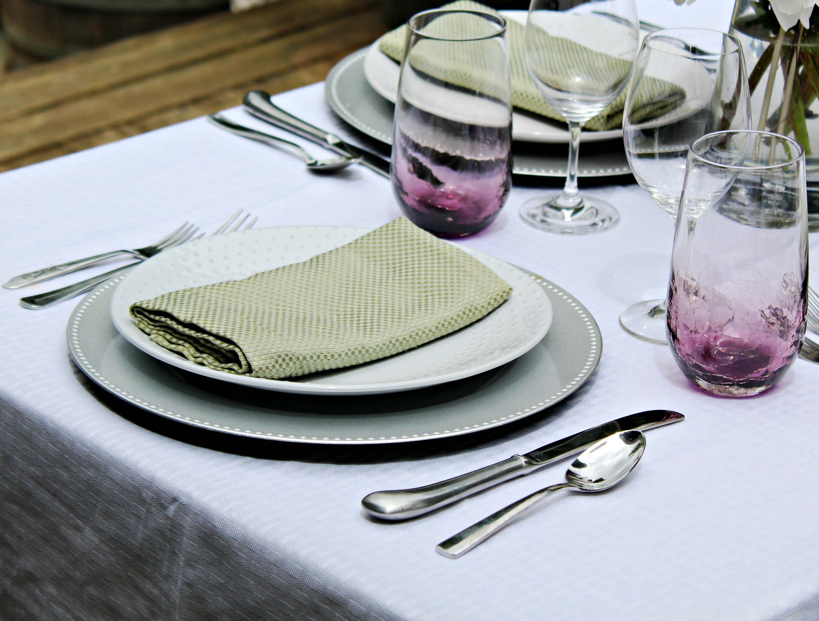 There are countless other tips to setting a nice dinner table but these should get you started! & How to Set a Nice Dinner Table - Melissa Kaylene