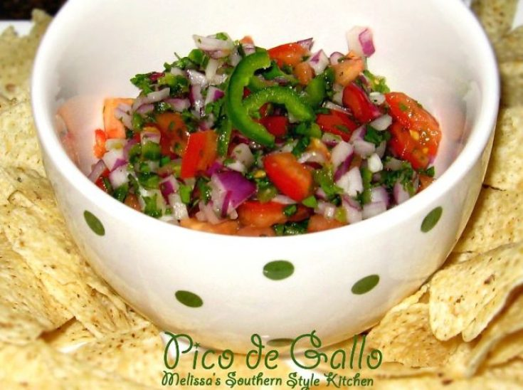Pico de Gallo in a bowl with chips