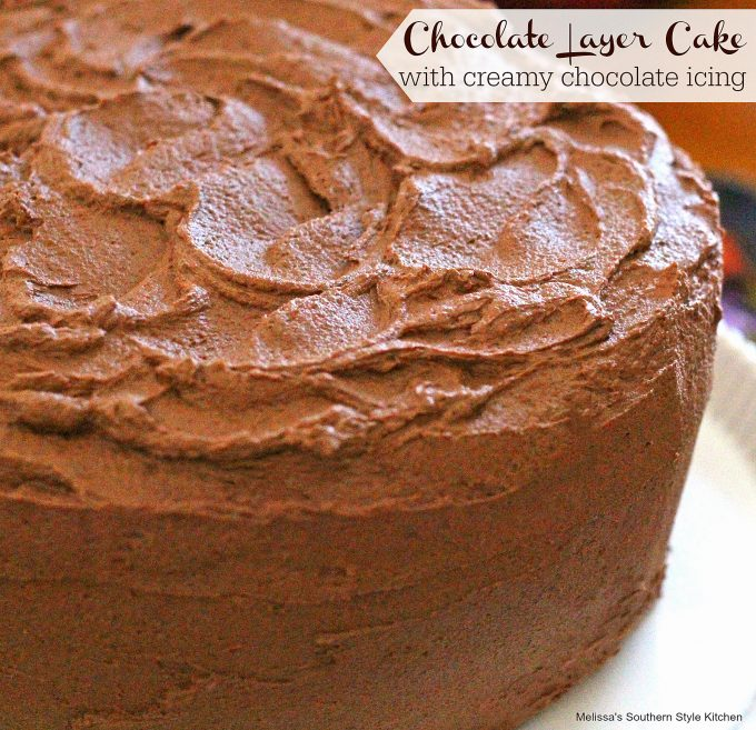 chocolate-cake-frosted-on-a-platter