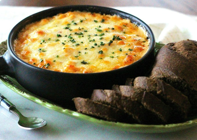 Baked Classic Reuben Dip with rye bread