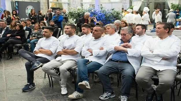 Accademia dei maestri pizzaioli gourmet: Giuseppe Vesi ha presentato il suo progetto a Napoli con i venti soci chef provenienti da tutta Italia