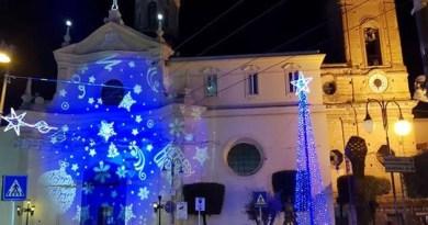 Melito - piazza Santo Stefano con addobbi natalizi