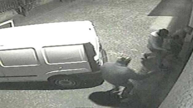 Cronaca, Napoli: si arrampicava fino al quinto piano e compiva furti
