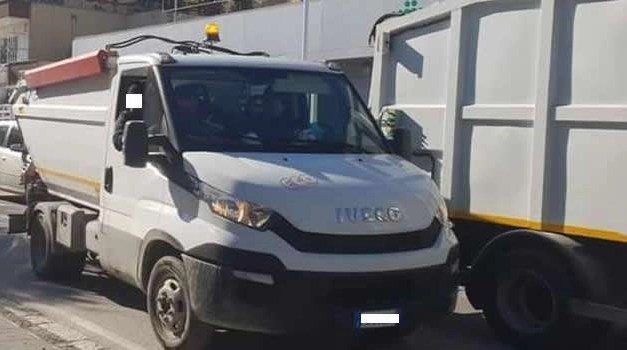 Sant'Antimo: questione rifiuti, gli operatori in agitazione bloccano il traffico