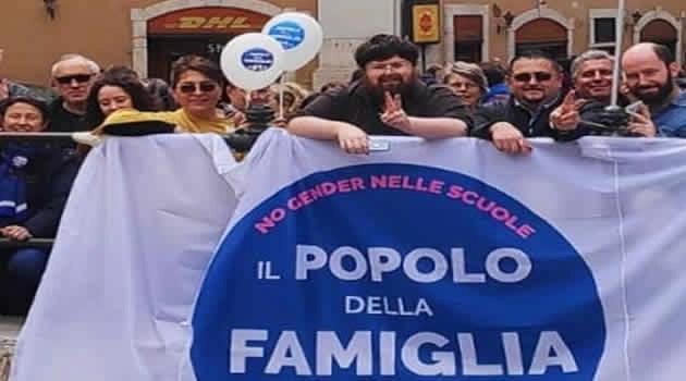 """Il Popolo della Famiglia di Napoli a Montecitorio per il """"Reddito di Maternità"""""""