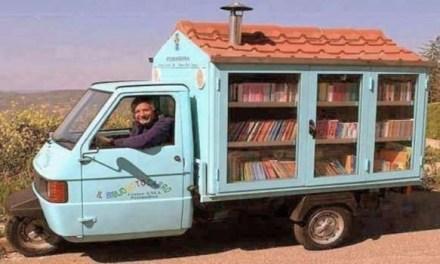 """A Casalnuovo di Napoli arriva il maestro La Cava con il """"bibliomotocarro"""""""