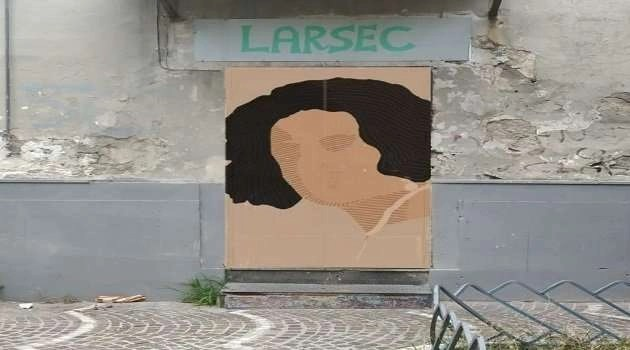Ria Rosa sulla porta dell'associazione Larsec. Tina Rispoli non deve rappresentare Secondigliano