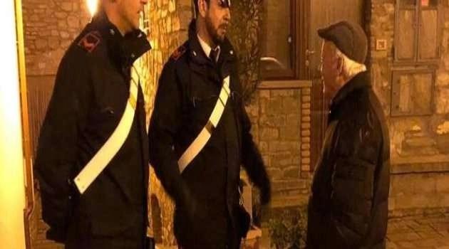 """""""Che devo fare per mangiare?"""". 87enne si rivolge ai Carabinieri per fare la spesa online"""