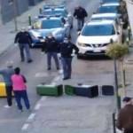 Acerra. Rivolta in strada per mandare via una persona contagiata dalla sua abitazione