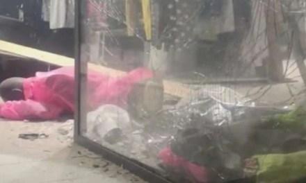 Bomba all'esterno di un negozio. Paura per i residenti