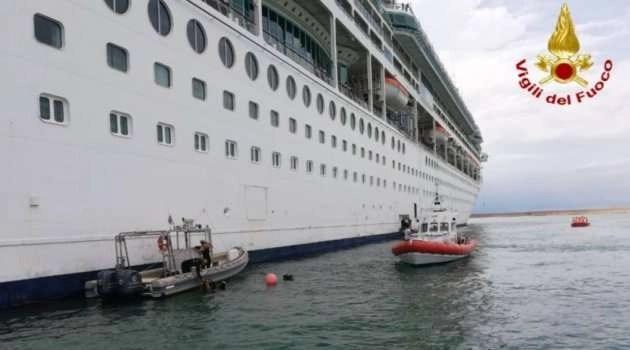 Paura sul traghetto Palermo-Napoli. Uomo cade in mare nei pressi del porto di Palermo