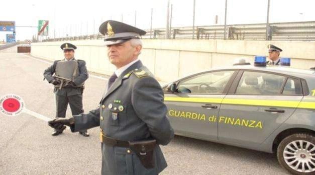 Cronaca, Napoli: sequestrata stamperia clandestina di banconote