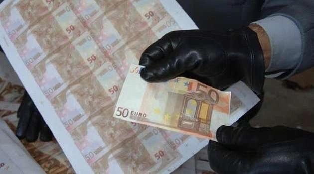 Banconote false in tutto il mondo: arresti nel napoletano e nel casertano