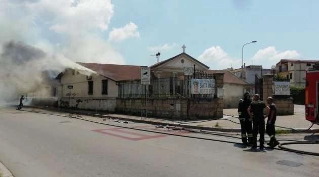Melito come Notre-Dame: a fuoco la chiesa in corso Europa