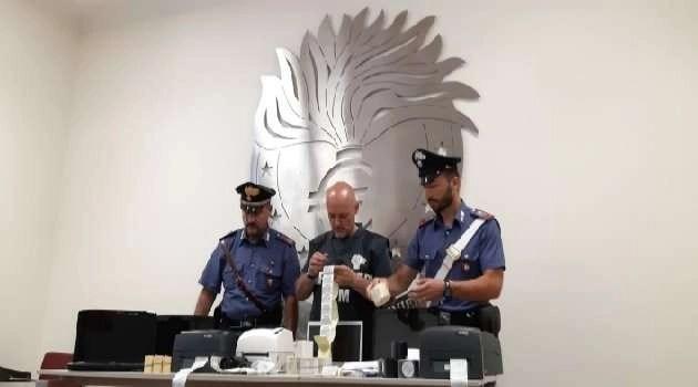 Scoperta stamperia in casa: scatta l'arresto