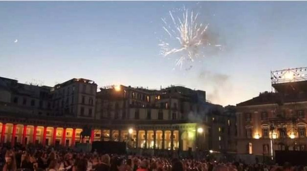 """Interrotta la """"Tosca"""" da una batteria di fuochi d'artificio"""