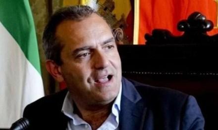 """""""Perché in discoteca sì e allo stadio no?"""": le parole di De Magistris durante la presentazione del Napoli Calcio Femminile"""