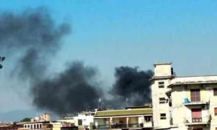 Barra. Grosso incendio nel campo rom, abitanti chiusi in casa
