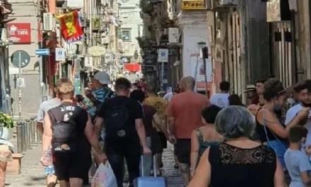 Coronavirus, Campania. Ultimo giorno prima del lockdown: folla e assembramenti nel napoletano