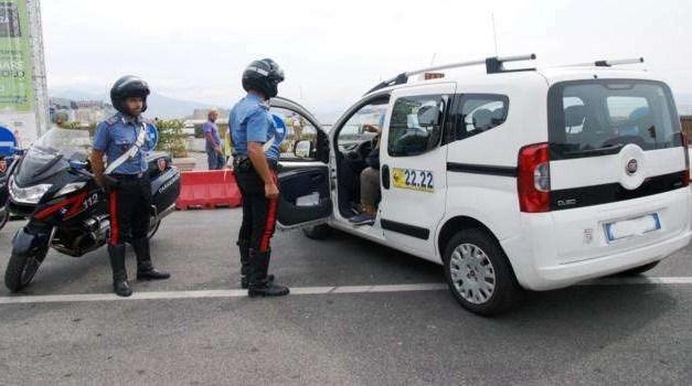 Napoli: controlli anti taxi abusivi in tutta la città