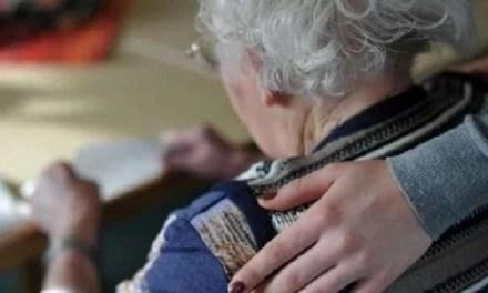 """Coronavirus: """"Stanza degli abbracci"""" per gli anziani soli"""