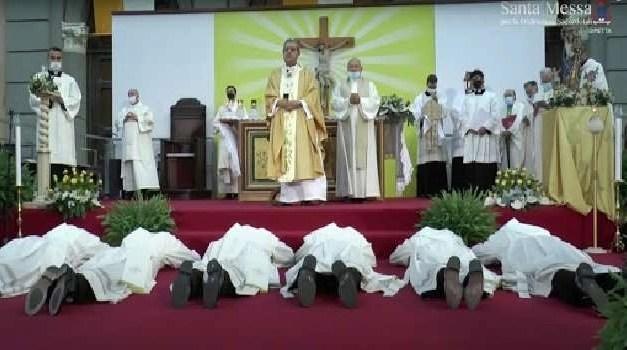 Cultura, Napoli. Ordinati sei sacerdoti dal cardinale Sepe