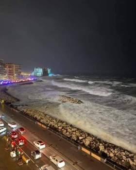 Napoli non trova pace. 93 anni fa fu devastata dalla stessa mareggiata