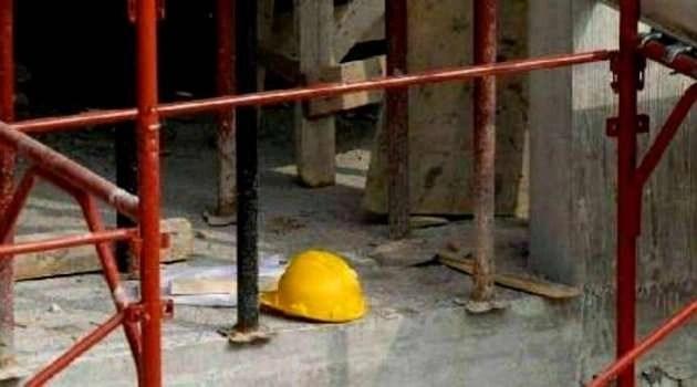 Napoli, cronaca Operaio melitese travolto da un palo