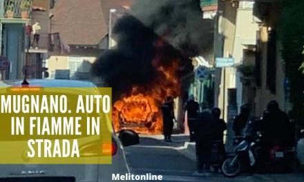 Mugnano. Auto in fiamme in strada