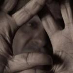 Caserta, cronaca Lega il figlio al cofano dell'auto, arrestato un albanese