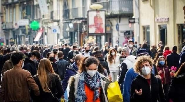 Napoli, cronaca Incredibile folla e assembramenti per tutta Napoli