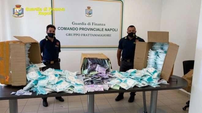 Napoli, cronaca Maxi sequestro di mascherine e saturimetri contraffatti