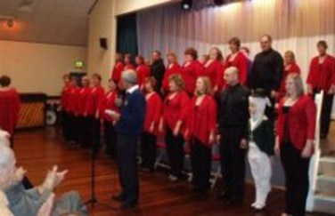 Lion Simon White with Kentwood Choir