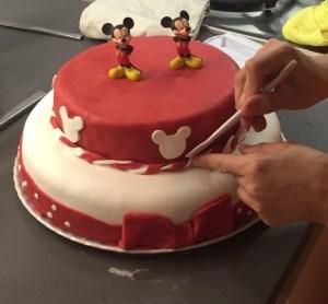 fondant sobre pastel