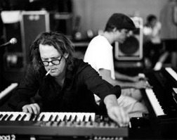 Jay Bennett nel suo studio di registrazioni privato
