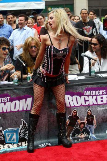 american-hottest-rocker-mum-2