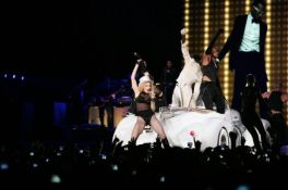 Le foto di Madonna durante lo Sticky and Sweet tour di Milano - 11